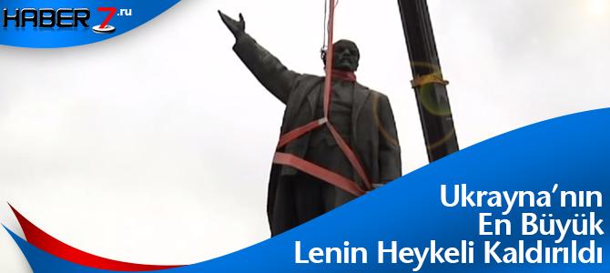 Ukraynanin-En-Buyuk-Lenin-Heykeli-Kaldirildi