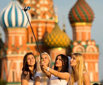 Tolstoy ve Dostoyevski İle Selfie Çekmek